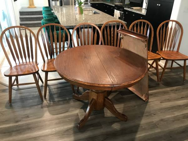 Photo Oak Dining Table and chairs - $300
