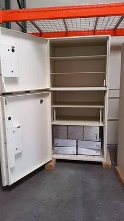 Photo WHITE MOSLER TL30 DOUBLE DOOR SAFE - $2,000 (STOCKTON)