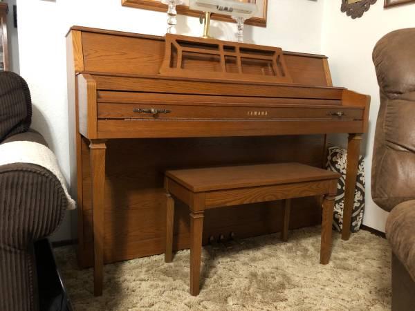 Photo Yamaha Upright Piano - $1,000 (Manteca)