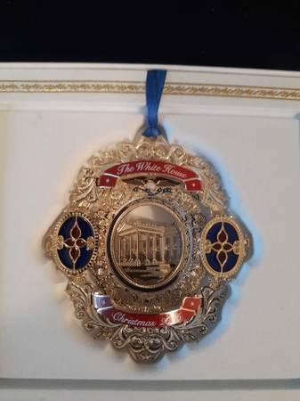 Photo 2006 The White House historical association Christmas ornament - $5 (Gardnerville)