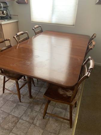 Photo Solid Wood Dining Table, 6 Chairs and Dining Hutch - $299 (NW Reno)