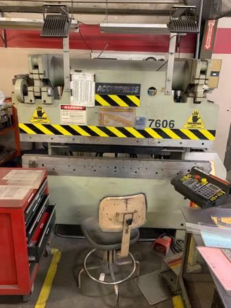 Photo Used AccurPress 60 Ton x 639 Hyd Press Brake w 2 Axis CNC Ped Control - $19,900 (CA)