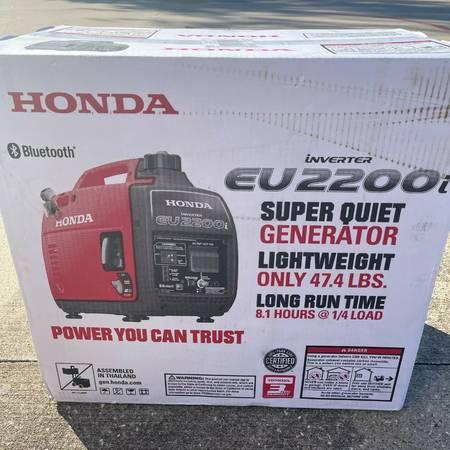 Photo brand new Honda EU2200i Bluetooth Super Quiet Portable Inverter Gener - $1,000 (reno)