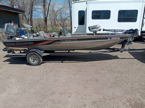 Photo 2001 Tracker Pro Crappie 175 - $6,500 (Pueblo)