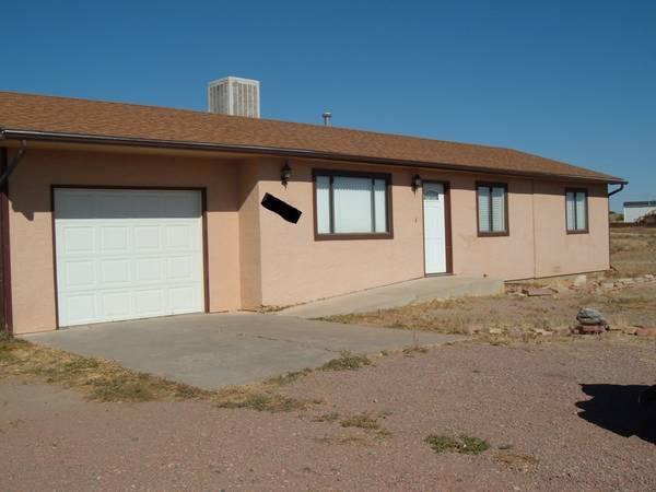 Photo 3 Bed  1 Bath  1 Car Garage in Canon City for rent (Canon City)