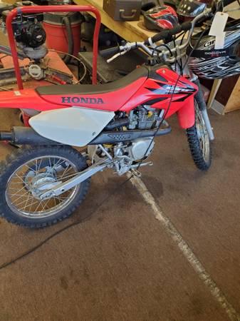 Photo Honda 2006 dirt bike - $2,200 (Wichita)