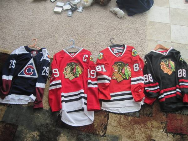 Photo NHL Chicago Blackhawks , Avalanche Jerseys - $100 (Pueblo)