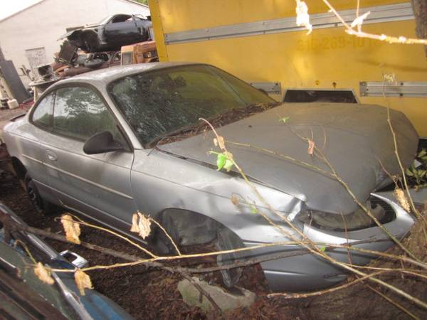 Photo Parting out Ford Escort ZX2 - $25 (Valley Center)