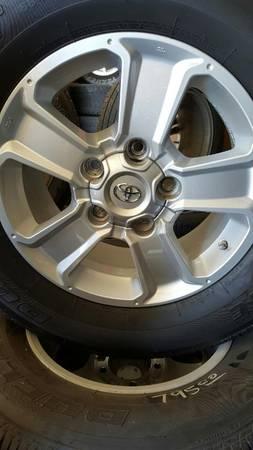 Photo Toyota Tundra 5 lug wheels (MOUNT HOPE)