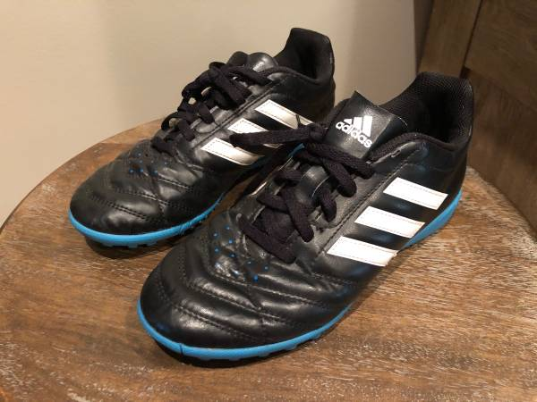 Photo TurfIndoor Soccer Shoes...Nike  Adidas - $10 (East Wichita)