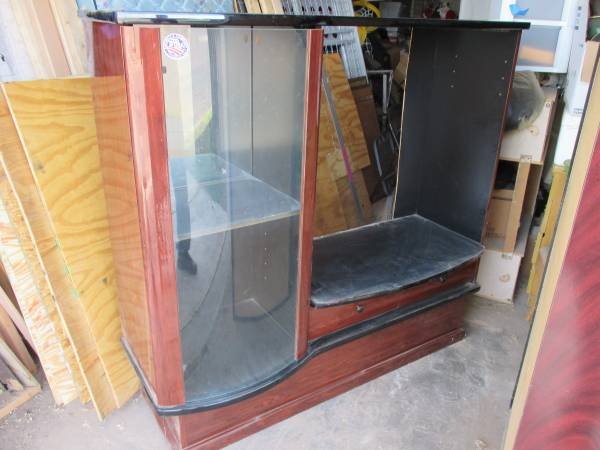 Photo bow front glass door cabinet - $50 (amarillo)