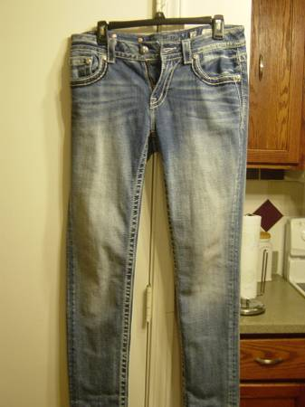 Photo brand new MISS Me JEANS Size 29 - $75 (Amarillo)
