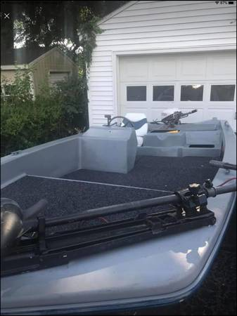 Photo 15ft jon boat with trawling motor (trailer included) - $600 (Coloma)