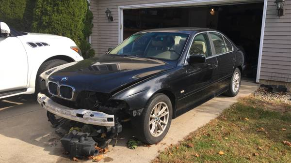 Photo 1997 to 2003 bmw 525i complete part out e39 - $50 (Goshen)