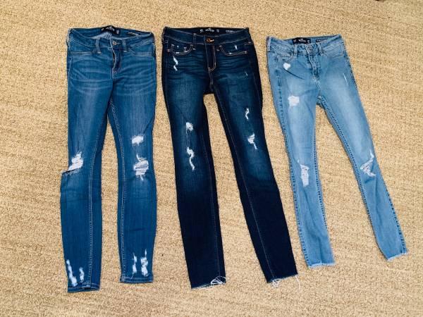 Photo 3 Pairs of Hollister Jeans - Girlswomens Size 00 Short EUC - $20 (Stevensville)