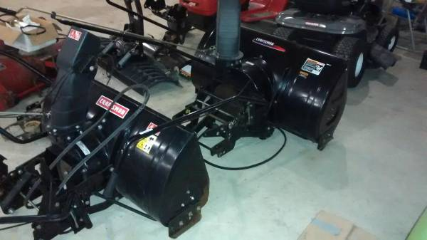 Photo 42inch lawn tractor snow blowers like new - $500 (Niles)