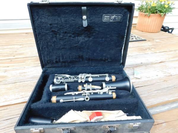 Photo Artley Prelude 18S Clarinet with case - $60 (Grandville)