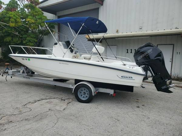 Photo Boston Whaler 2011,A vesatile Boat - $18650
