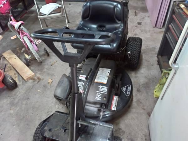 Photo Craftsman 28 inch riding lawn mower - $450 (Dowagiac)