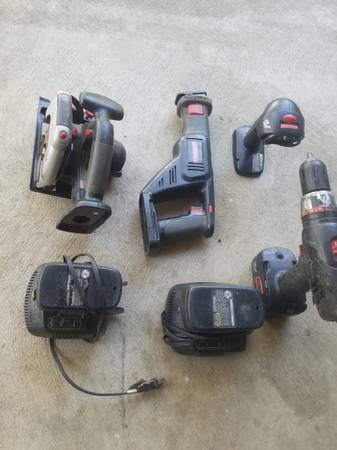 Photo Craftsman cordless tool set with 3 Batteries and 2 chargers - $80 (New Buffalo)
