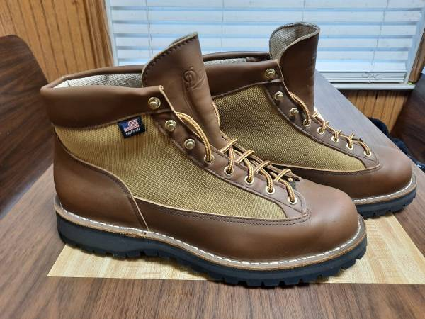 Photo DANNER Mens Size 13 Hiking Hunting Boots - $165 (Zeeland)