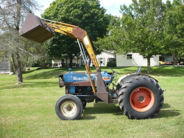 Photo FORD 4000 LOADER TRACTOR WITH 3 POINT AND PTO - $3,750 (SOUTH BEND IN.)