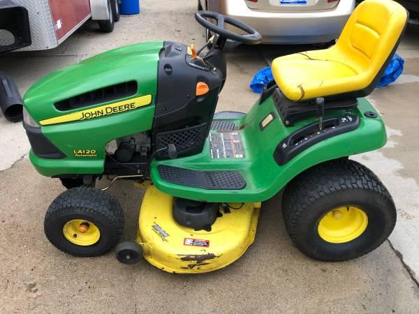 Photo John Deere Lawn Tractor - $750 (Berrien Springs)