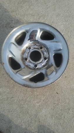Photo One 167-5 lugs Dodge Chrome Steel Factory Rim (Cassopolis Mi)