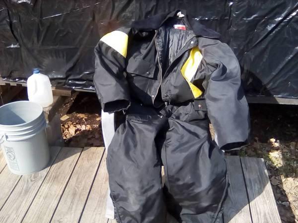 Photo Snowmobile suit size large $25 - $25 (Jones Michigan)