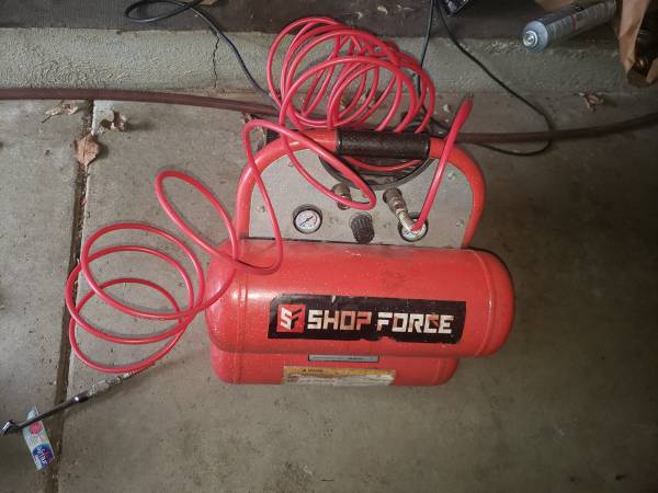 Photo Twin tank air compressor - $65 (Byroncenter)