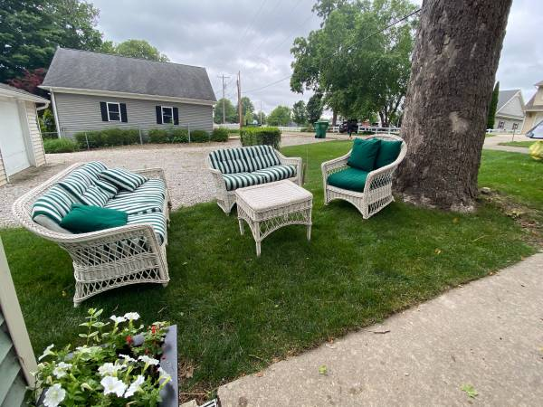 Photo White Wicker Set - $175 (CassopolisDiamond Lake)