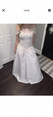 Photo White bridal gown size 10 with separate bottom - $40 (MARSHALL, MI)