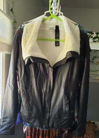 Photo Womens Harley Davidson jacket - $70 (Shoreham Drive)