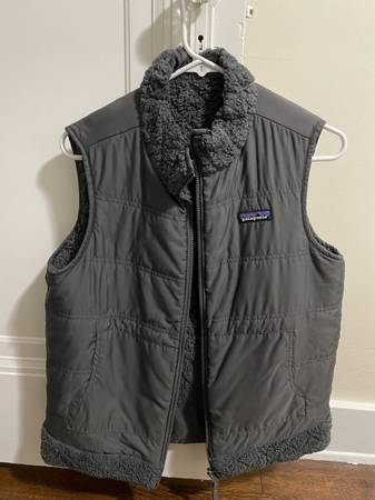 Photo Womens Reversible Patagonia Vest - $50 (East Grand Rapids)