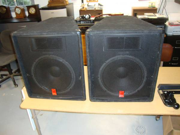 Photo 2) Fender PA Speakers, 15-ELC, 15quot woofers - $150 (WOOLWINE, Patrick County)