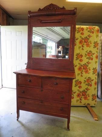 Photo Antique Oak Dresser - $150 (roanoke county)