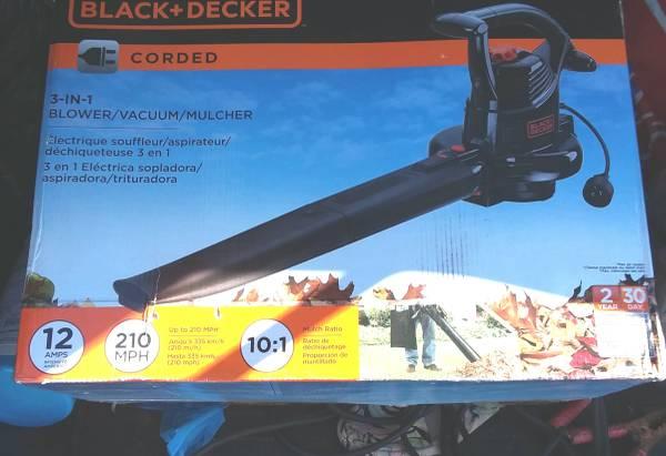 Photo Blower, vac , mulcher,, 3 in 1 BLack and Decker,, new in box - $60 (Roanoke)