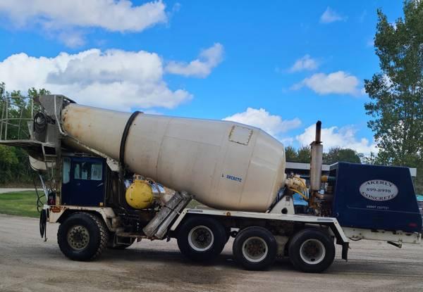 Photo Concrete Mixer Truck  Front Discharge - $8,500 (Venango)