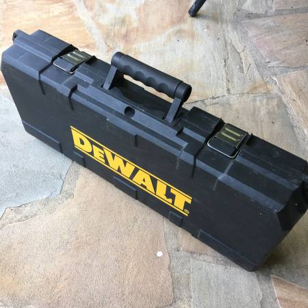 Photo Dewalt cordless Sawzall 18v Hard shell carry case for tools batteries - $15 (Roanoke)