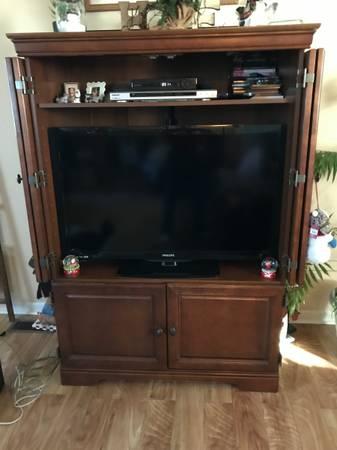 Photo Entertainment Center  40quot Flat Screen TV - $350 (Rocky Mount)