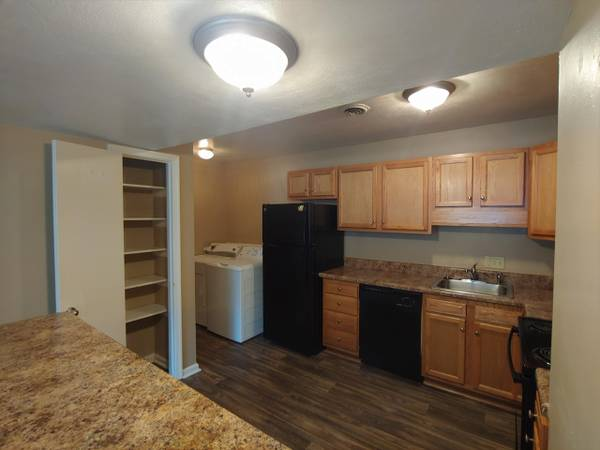 Photo Move now, get Dec. FREE Spacious 2br, pet friendly, full size wd (SW Roanoke County)