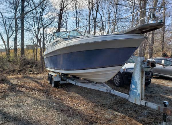 Photo Needs to go make me an offer 26 foot boat cabin cruiser and trailer - $1,500 (Glade Hill)