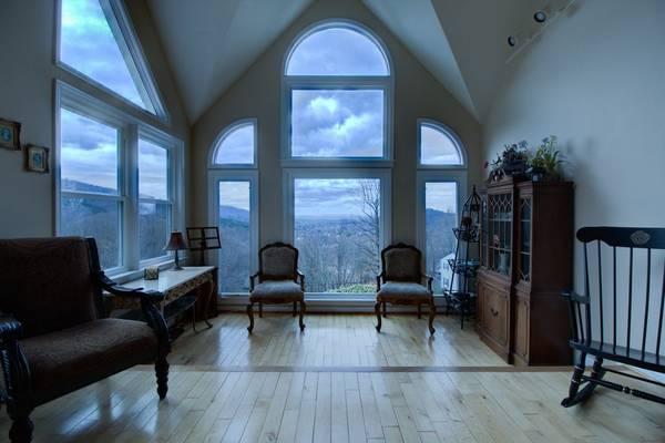 Photo One of a Kind Home - million dollar views (Vinton)