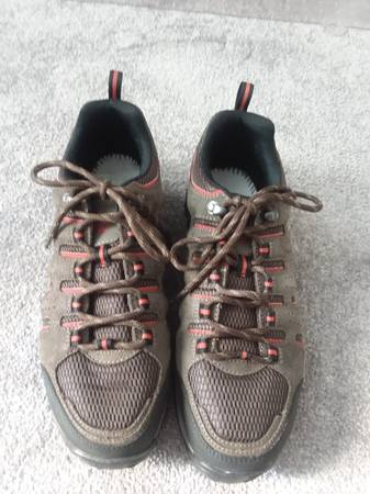 Photo Reduced  Columbia Mens Hiking Shoe Brown - $10 (Daleville)