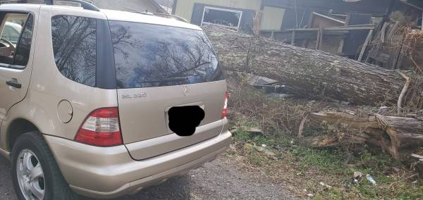 Photo Selling a 2002 mercedes ML320 - $6,000 (Beckley)