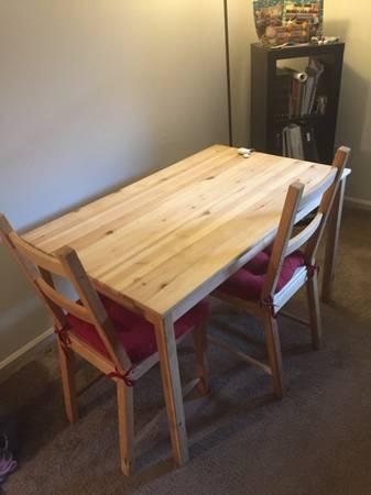 Photo Two seater breakfaststudy table - $55 (Blacksburg)