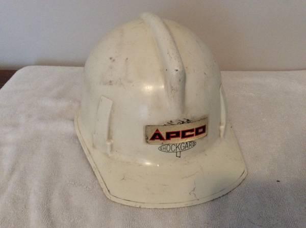 Photo Vintage APCO Hard Hat - $10 (Roanoke)