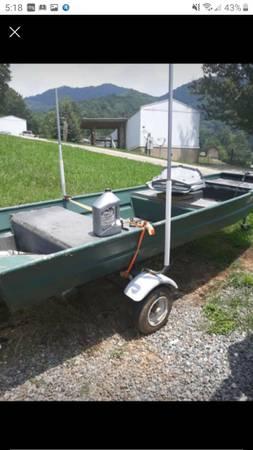 Photo 1239 Tracker flat bottom boat - $1,000 (Clyde)