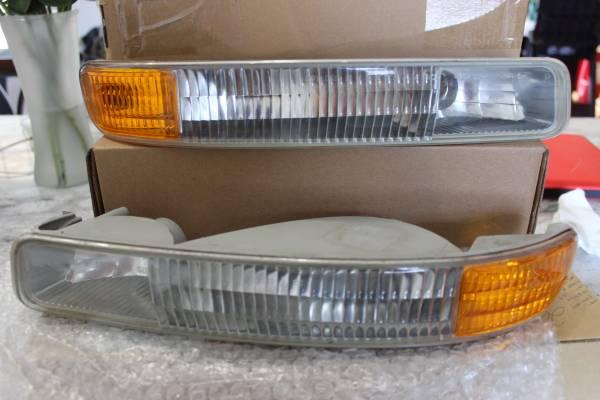 Photo 1999-2006 GMC Sierra Lower Parking  Signal Light 2000-2006 Yukon GM - $10 (Weaverville)