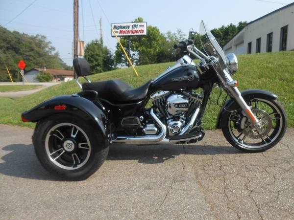 Photo 2015 Harley-Davidson Freewheeler - $19,800 (Asheville, NC2015)